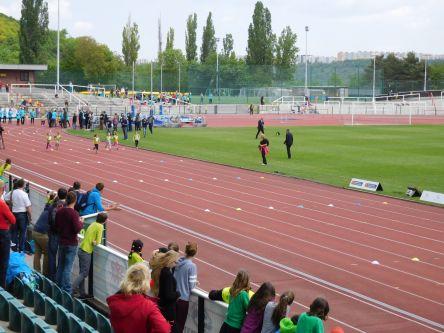 ...Bolt odstartoval nejmladší kategorii dívek...