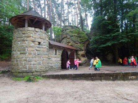 ... lesní divadlo...